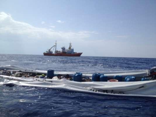 Une nouvelle dérive commence pour les canots, une fois vides de leurs passagers.