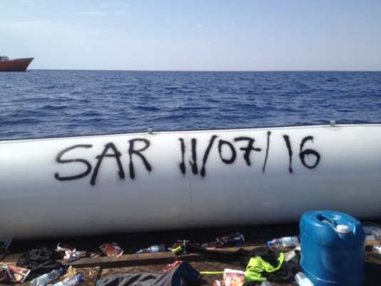 Signature de l'équipe «Search and Rescue» de l'«Aquarius».
