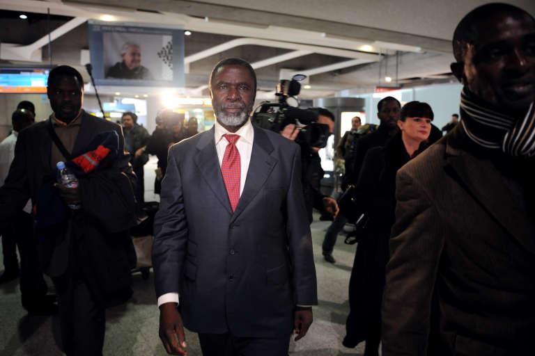 L'opposant et député tchadien Ngarledji Yorondar à son arrivée en France, le 6 mars 2008, où il a obtenu l'asile politique.