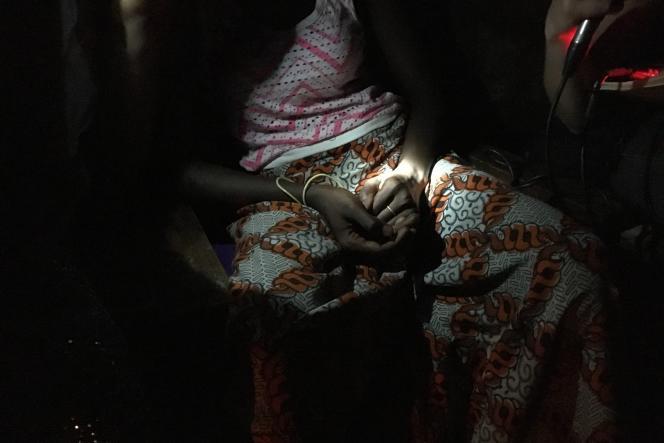 Aïcha n'a pas voulu être photographiée. Elle dit avoir« trop honte» d'être tombée enceinte si jeune.