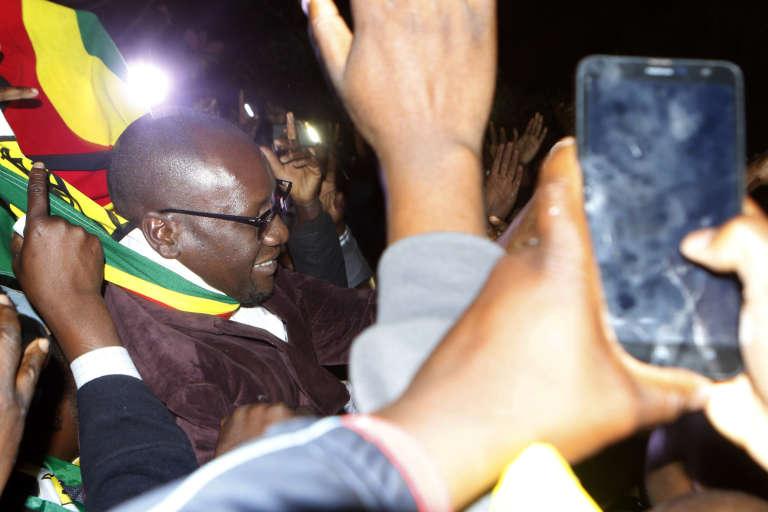 Le pasteur Evan Mawarire est ressorti libre du tribunal de Harare, le 13juillet 2016.
