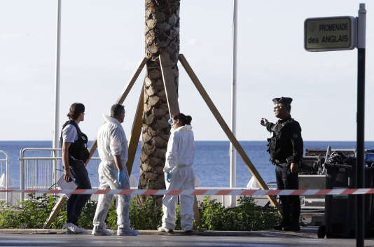Nice, le 15juillet, quelques heures après l'attaque, la veille au soir, qui a fait au moins 84 morts.