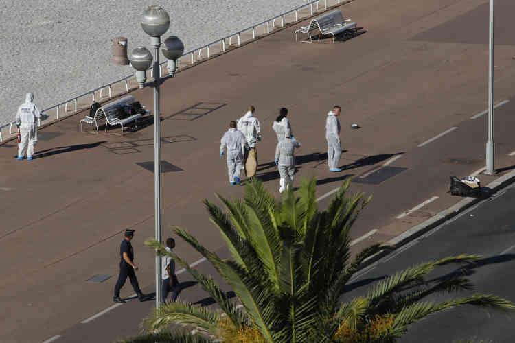 Sur la Promenade des Anglais, à Nice, le 15 juillet au matin.