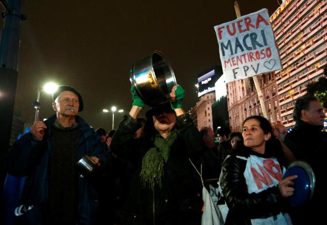 Le 14juillet, à Buenos Aires, on pouvait lire sur la pancarte d'un manifestant: «Dehors Macri. Menteur».