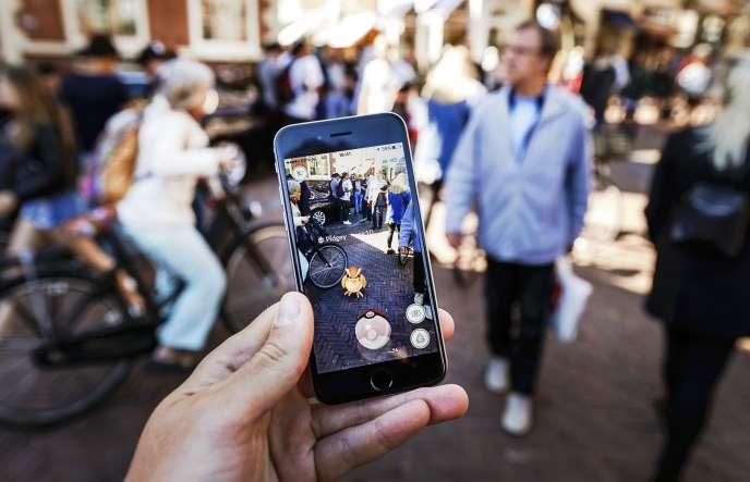Un utilisateurde «Pokémon Go», à Harlem(Etats-Unis), le 13juillet.
