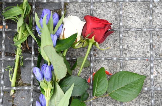 Hommage aux victimes de l'attentat de Nice, à l'ambassade de France à Berlin, le 15juillet.