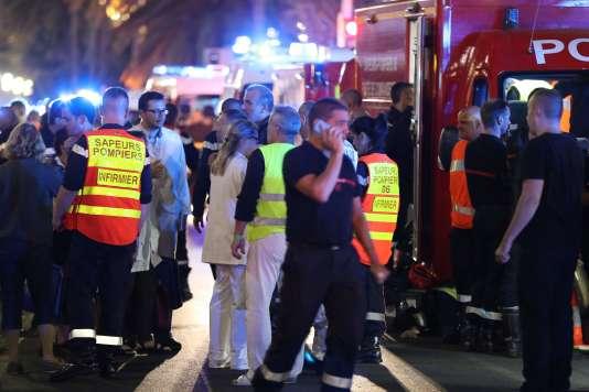 La promenade des Anglais de Nice, le 15 juillet, après qu'un camion a foncé dans la foule lors des festivités du 14-Juillet, tuant au moins 84 personnes.