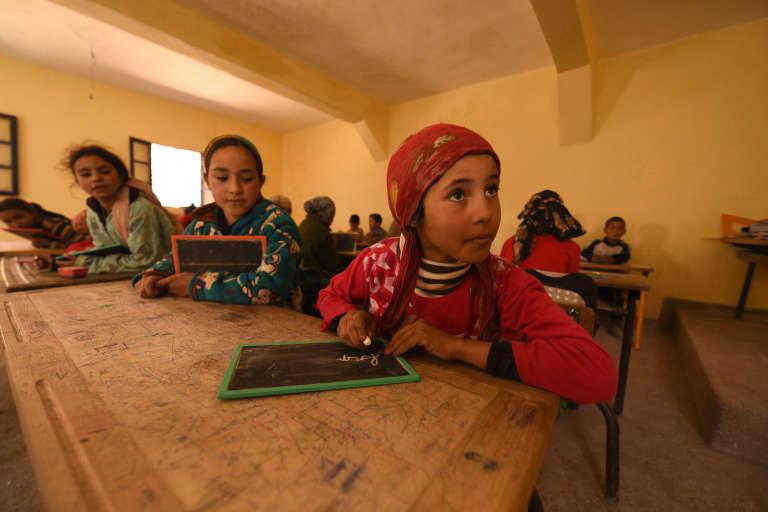 Des enfants d'une classe de primaire dans le village de Taghzirt, dans le Haut-Atlas marocain, en mars 2016.
