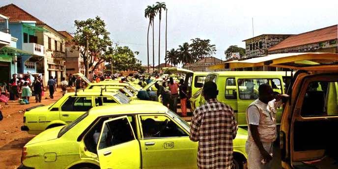 Le terminal des bus à Sao Tomé et Principe en 2001.