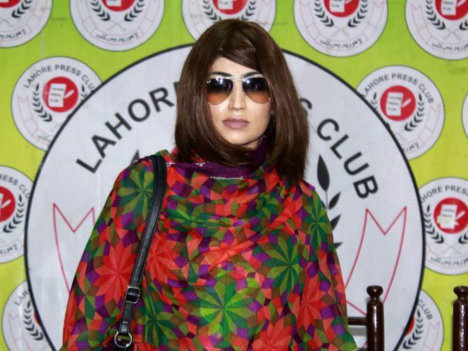 Qandeel Baloch, lors de son arrivée à une conférence de presse à Lahore (Pendjab), le 28 juin.