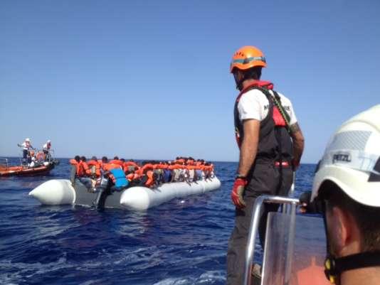11 juillet. Albert Mayordomo se rend sur le sauvetage d'un canot.