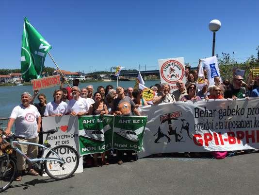 """A Bayonne, du 15 au 17 juillet, les militants européens contre les """"grands projets inutiles et imposés"""" se sont réunis."""