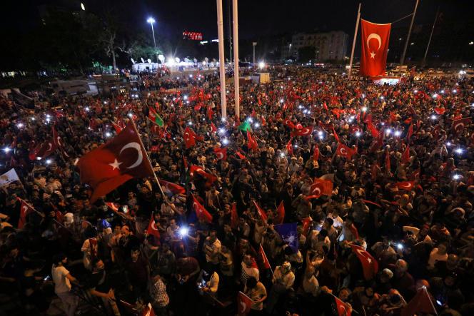 Rassemblement pro-Erdogan à Istanbul, le 17 juillet.
