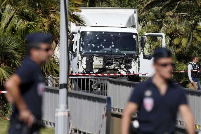 Le 14 juilllet 2016,un chauffeur-livreur tunisien installé à Nice fonçait dans la foule avec un gros camion de location, sur la prommenade des Anglais.