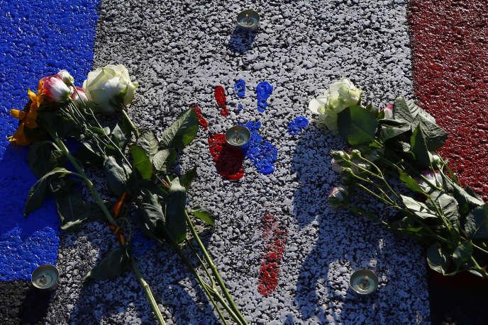 L'attentat, qui a fait 86 morts, a été revendiqué par l'organisation Etat islamique, que la France combat en Irak et en Syrie.