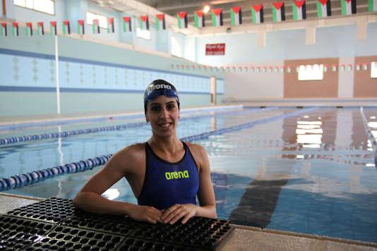 Mary Al-Atrash, le 10 juillet, dans la piscine de 25 mètres du centre sportif de Beit Sahour, en Cisjordanie.