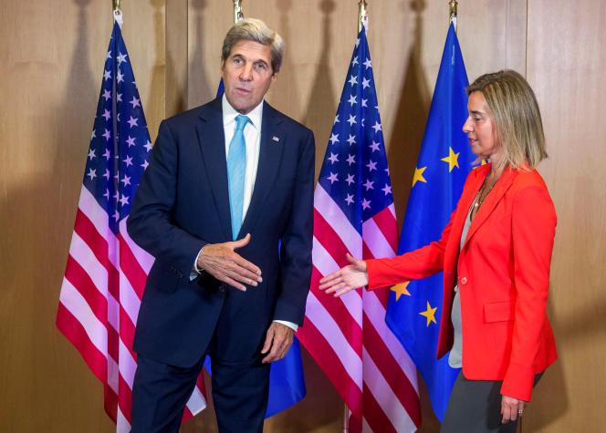 Le secrétaire d'Etat américain, John Kerry, et la cheffe de la diplomatie européenne, Federica Mogherini, à Bruxelles le 18 juillet.
