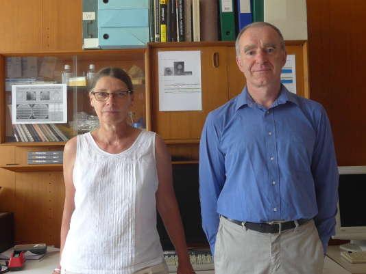 Christine Pourcel et Gilles Vergnaud, dans leur laboratoire,à l'université d'Orsay.
