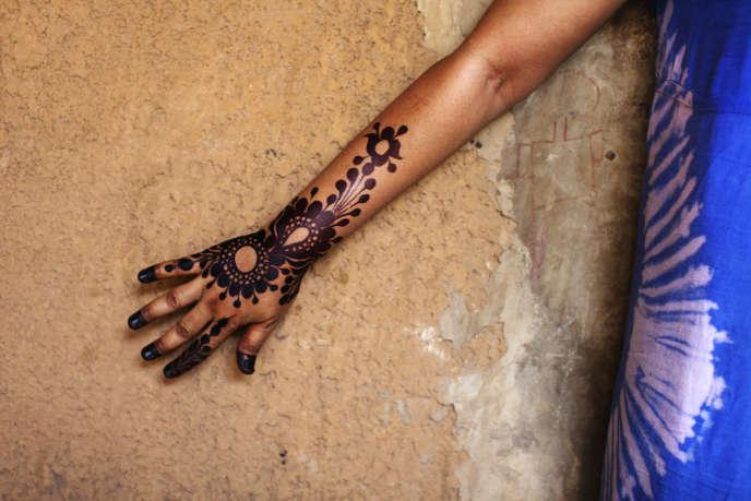 Tatouage traditionnel d'une femme au Tchad.