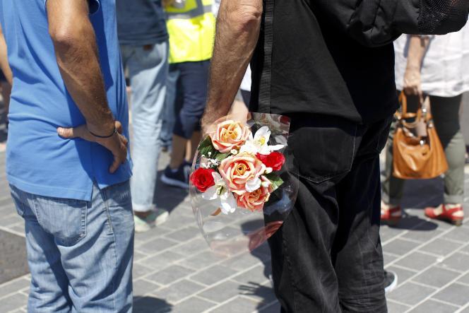 Apres la minute de silence, sur la promenade des Anglais, Nice le 18 juillet.