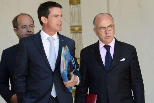 Le premier ministre Manuel Valls, le ministre de l'intérieur Bernard Cazeneuve et le garde des sceaux Jean-Jacques Urvoas à la sortie du conseil des ministres le 19 juillet.