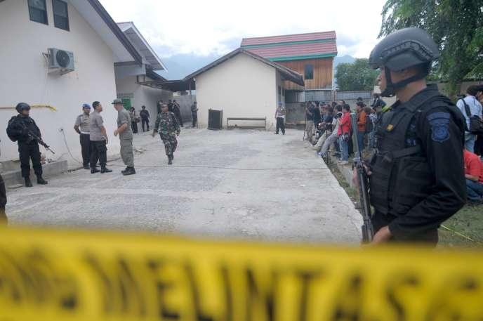 Après une fusillade qui a opposé les forces de l'ordre indonésiennes à des extrémistes musulmansà Palu, dans la province de Sulawesi, le 19 juillet. La veille, le chef djihadiste Santoso a été abattu.