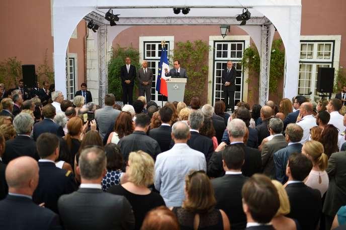 François Hollande à l'ambassade de France, à Lisbonne, le 19 juillet.