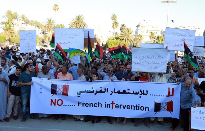 Manifestation contre la présence militaire française en Libye, le 20 juillet.