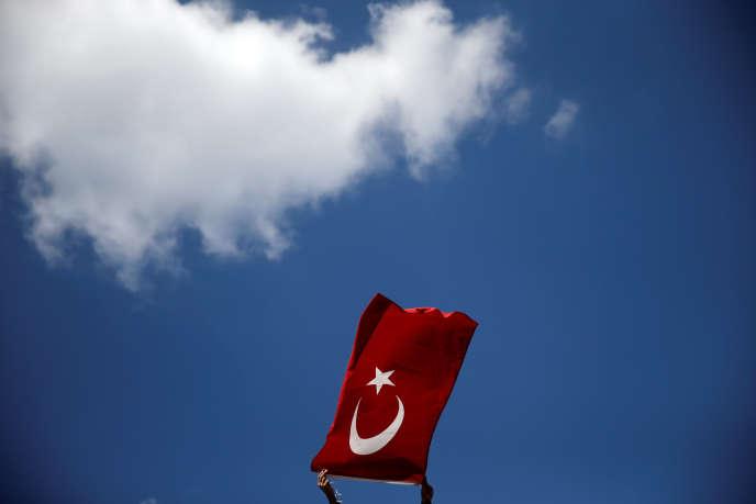 Un drapeau turc, le 19 juillet à Istanbul.