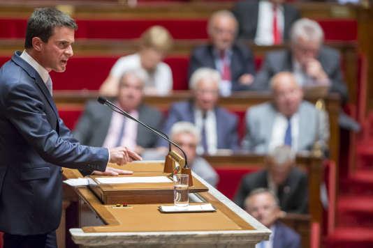 Le premier ministre Manuel Valls lors du débat parlementaire sur la prolongation de l'état d'urgence à l'Assemblée nationale, le 19 juillet à Paris.