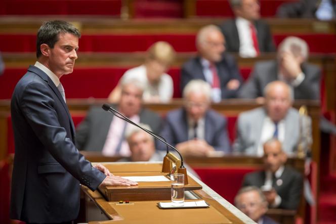 Manuel Valls, Premier ministre, participe au débat parlementaire sur la prolongation de l'état d'urgence à l'Assemblée nationale à Paris mardi 19 juillet 2016