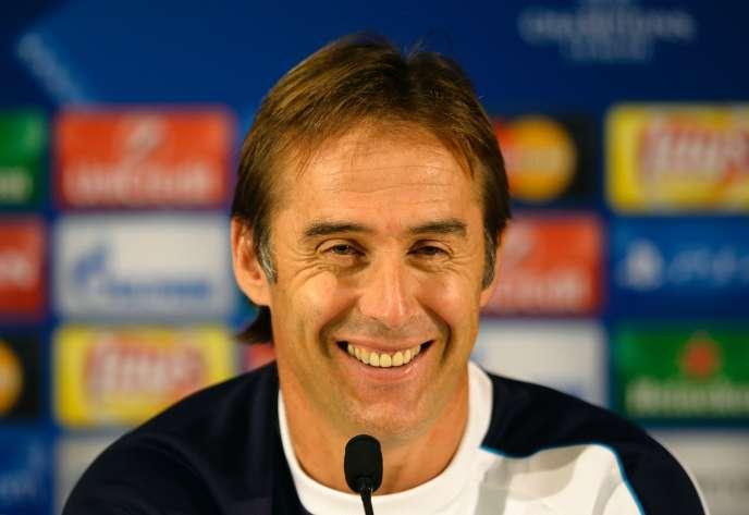 Julen Lopetegui, ici en conférence de presse à Porto, a été nommé nouvel entraîneur de laRojale 21 juillet 2016./ AFP / MIGUEL RIOPA