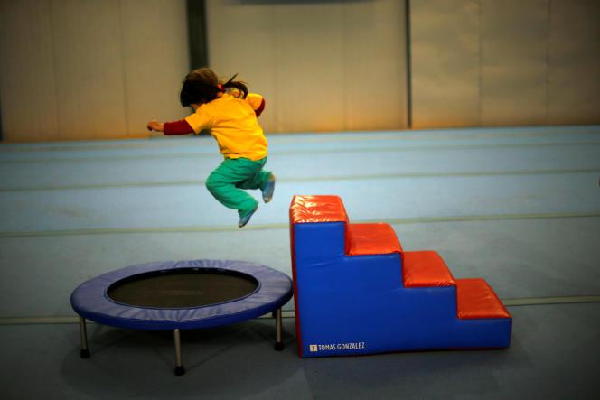 L'épreuve de trampoline, catégorie – 30 kg.