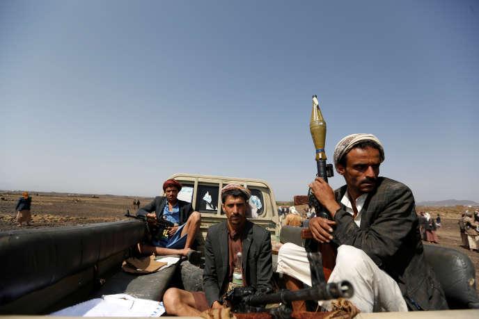 Des rebelles houthistes, près de la capitale, Sanaa, le 21 juillet.