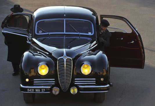 La Delahaye ayant appartenu à Maurice Thorez, le leader du Parti communiste français. La carrosserie a été blindée par les ateliers Chapron.