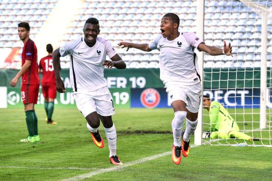 Kylian Mbappé ( à droite) pourrait faire tourner la balance en faveur des joueurs de l'AS Monaco.