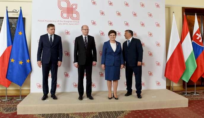 Robert Fico, Bohuslav Sobotka, Beata Szydlo et Victor Orban à Varsovie, le 21 juillet.