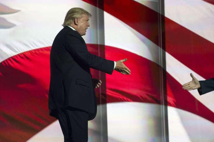 Donald Trump s'est félicitéd'avoir eu « de formidables rencontres avec les républicains de la Chambre et du Sénat. Journée très intéressante ! Ce sont des gens qui aiment notre pays ».Donald Trump à Cleveland le 19 juillet.