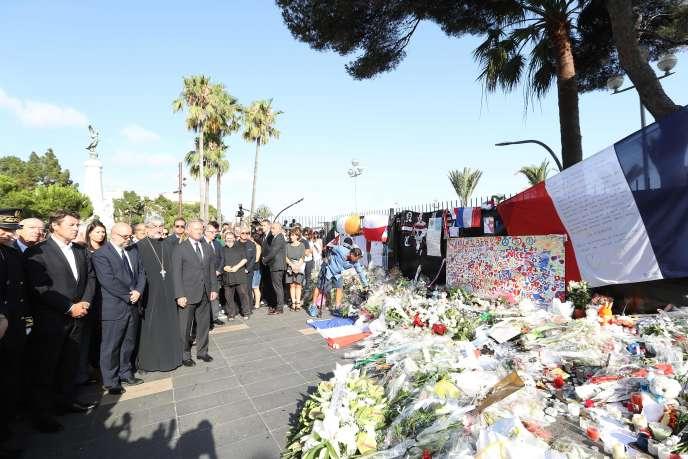 Des responsables politiques et des représentants religieux rendent hommage aux victimes de l'attentat de Nice, le 21 juillet.
