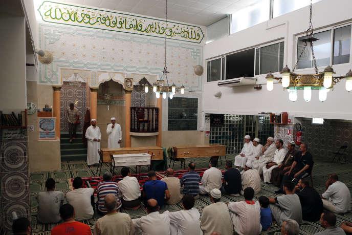 Les imams font un discours, le 19 juillet à la mosquée Ar-Rahma, à Nice.