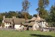 La ferme du hameau de la Reine, à Versailles, a été restaurée par la Fondation assistance aux animaux pour y installer une ferme pédagogique.