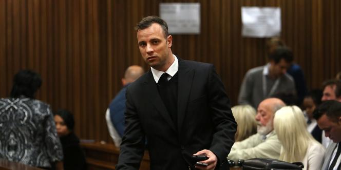 Le sprinter paralympique Oscar Pistorius, le 15 juin, au troisième jour de son procès en appel devant la cour de Pretoria, en Afrique du Sud.