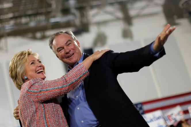 Hillary Clinton avec Tim Kaine, sénateur pour la Virginie, lors d'un meeting à Annandale (Virginie), le 14 juillet.