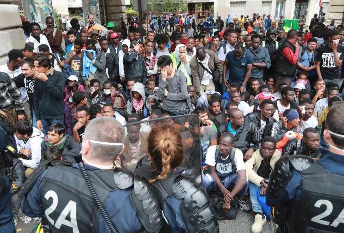 Evacuation d'un campement de migrants dans le nord-est de Paris le 22 juillet.