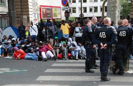 L'évacuation d'un camp de migrants à Paris, le 22 juillet 2016.