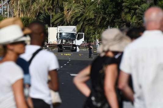 Le camion du meurtrier, le 15 juillet, sur la promenade des Anglais.