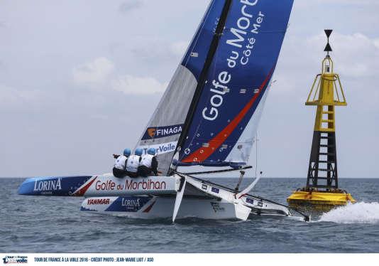 « Lorina Limonade-Golfe du Morbihan» remporte le raid côtier de Gruissan, dans le sixième acte du Tour de France a la voile 201. Crédit photo : Jean-Marie LIOT / ASO