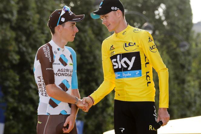Romain Bardet, 2e au classement général, avec le vainqueur du Tour 2016, Christopher Froome, dimanche 24 juillet, sur les Champs-Elysées, à Paris.