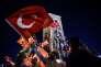 Des supporteurs d'Erdogan, le 23 juillet, à Istanbul, en Turquie.