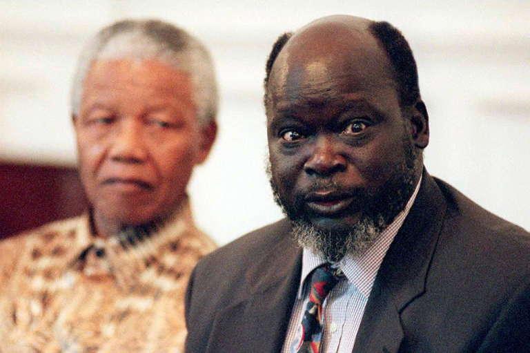 John Garang, le chef du SPLA et le chef d'Etat sud-africain d'alors,Nelson Mandela, le 28 août 1997 au Cap.